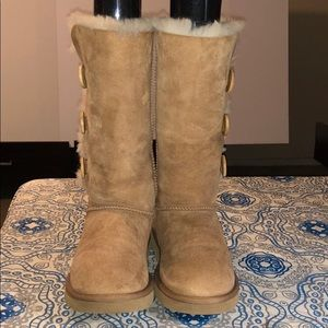UGG Bailey Good Condition Button Triplet II Boot